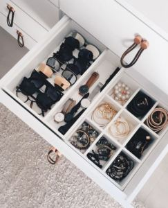 Closet-Jewelry-Organization