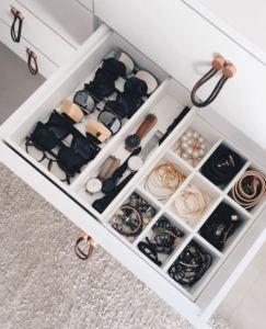 Closet-Jewelry-Organization